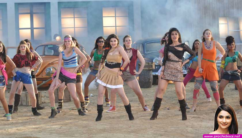 Chitrangada Singh and Prachi Desai dancing