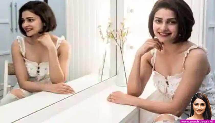 Prachi Desai, mirror